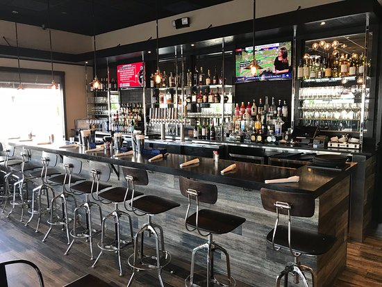 Rockville Centre, NY: the bar @ Pantry