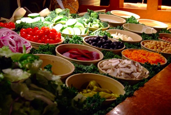 Beverly Depot Restaurant: Salad bar with fresh vegetables, fresh bread and cheese