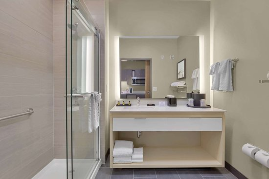 Best Western Plus Executive Residency Fillmore Inn: King Kitchenette Bathroom