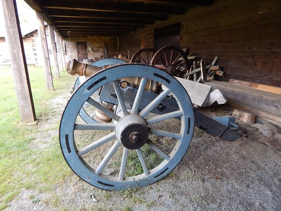 Charlestown, NH: cannon