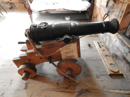 Charlestown, NH: cannon 2