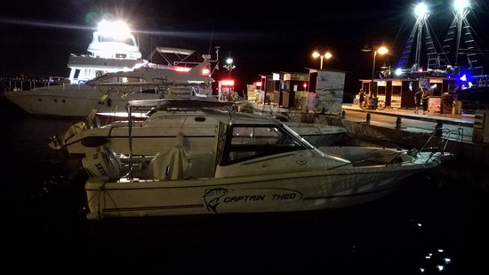 Theo's Seafood Restaurant: barca del capitano