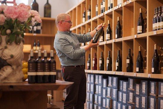 Magre sulla strada del vino, إيطاليا: Wineshop