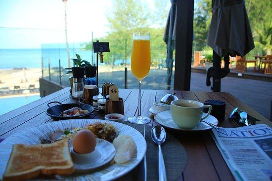 Dee Plee - Anantara Layan PhuketResort : Facing beach to read newspaper during breakfast