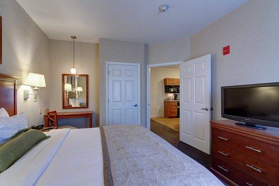 Candlewood Suites Enterprise: Guest room