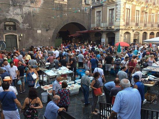 A' Piscaria Mercato del Pesce: Entrada al mercado