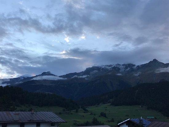 Hotel Post: Blick vom Zimmer in die Schweiz