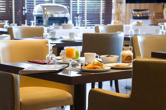 Saint-Pierre-en-Faucigny, França: Venez tester notre petit déjeuner, servis sous forme de buffet chaud et froid !