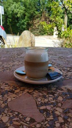 Sant Esteve de Palautordera, Spain: Cafe cortado en recipiente original