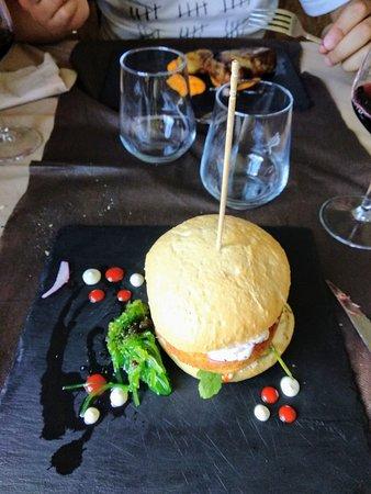 Valporquero de Torio, Ισπανία: Hamburguesa de calamar y solomillo de cerdo