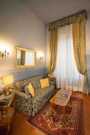 Il Salotto Reggio Emilia.Salotto Junior Suite 236 Picture Of Hotel Posta Reggio