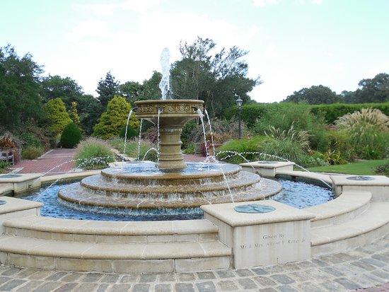 Norfolk Botanical Garden: Perennial Garden