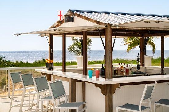 Sandshark Pool Bar Picture Of Doubletree By Hilton Ocean City Oceanfront Tripadvisor