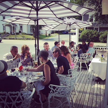 Chester, Kanada: Wine Society lunch on the deck at White Gate
