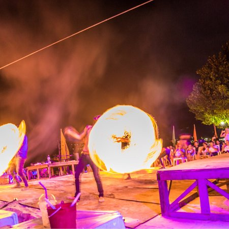 Slinky Beach Bar: photo4.jpg