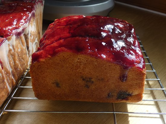 Shawbost, UK: Blackcurrant syrup cake
