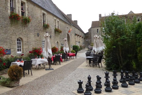 Crepon, Francja: Looking towards the main Hotel building,luncheon Terrace outside the Restaurant. Giant Chess too