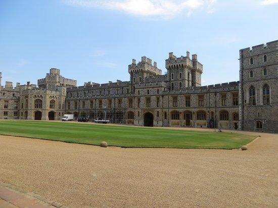قلعة وينسور: Cours intérieur du château de Windsor
