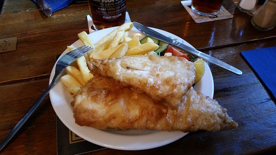 Torcross, UK: The MEDIUM size fish & chips