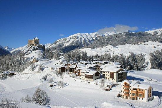 Tarasp, Suisse: Exterior