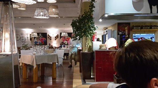 El Olivo Restaurant Gastrobar: Beautiful decor