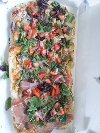 Lilla Edet, Sweden: Scrocchiarella pizza. This is parmaham and chicken (parmaskinka och kyckling)