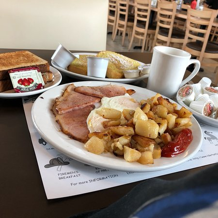 Komoka, Kanada: #12 ALL DAY BREAKFAST!  Added on French Toast and bottomless cup of coffee.  See the table sign