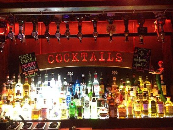 Le Pub St Hilaire: arriere bar