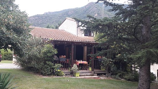 Belvianes et Cavirac, França: El hotel y sus jardines