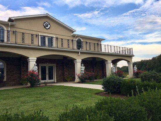 Baxter, TN: The exterior is lovely and reminds me of my trip to Italy