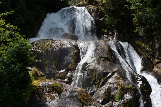 Bella Coola Valley, Canada: nice waterfall to see on the 1day boat tour