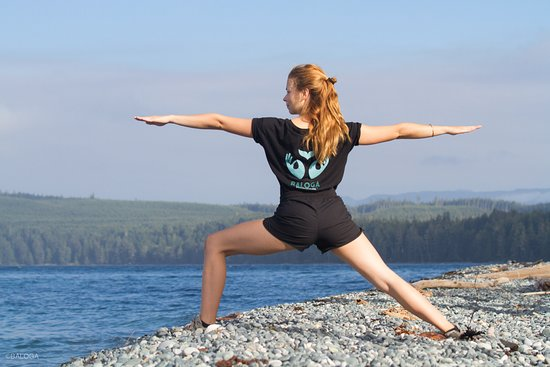 Sointula, Канада: Yoga at the rubbing beach!