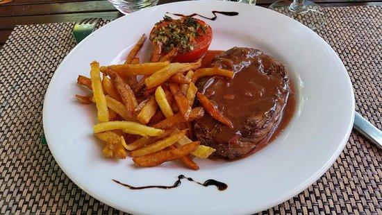Segur-le-Chateau, Γαλλία: Bavette avec une sauce aux vins