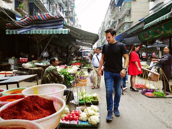 Neijiang, Çin: Street food really is the best food!