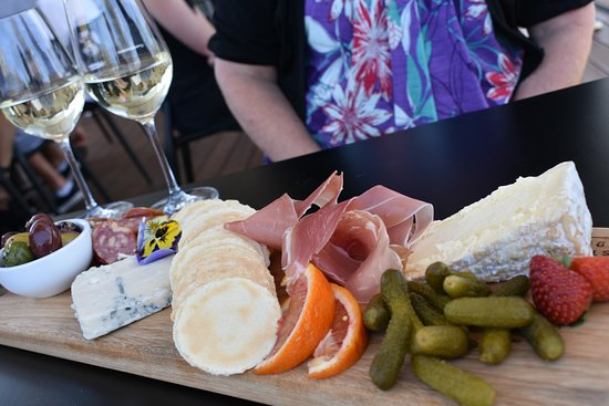 Beaudesert, Australia: Share platters a great choice to enjoy with a glass of wine