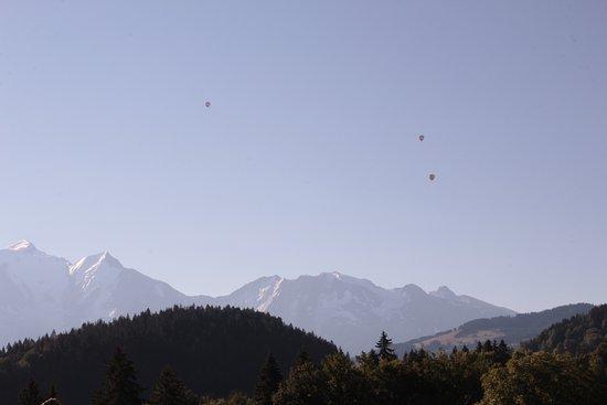 Cordon, Frankreich: la vue incroyable sur le massif en sirottant son apéro !