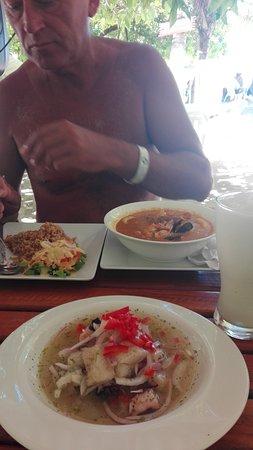 The Grog Rocky Cay San Andres: Ceviche y cazuela de mariscos.