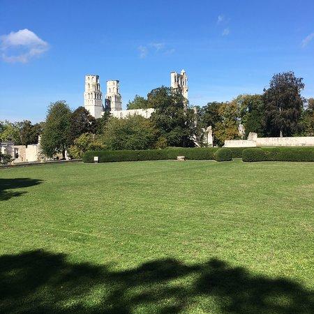Abbaye de Jumieges: photo0.jpg