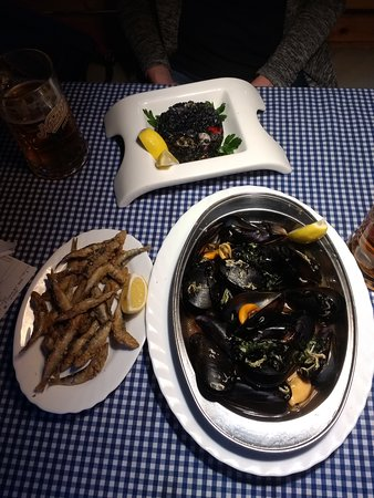 Fish Express: Mussels, fried fish and black risotto