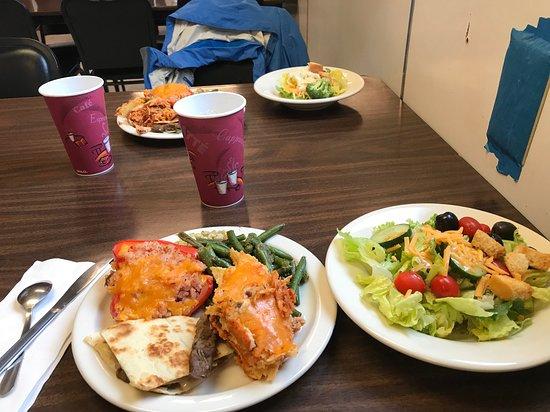 Prudhoe Bay, AK: Buffet dinner