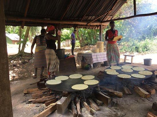 Saint-Laurent-du-Maroni, Guyana Francese: Women cooking Sunday Meal