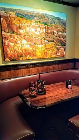LongHorn Steakhouse: Great wall hangings.