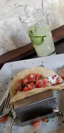 Willow Park, Техас: fish tacos and jalapeno margarita