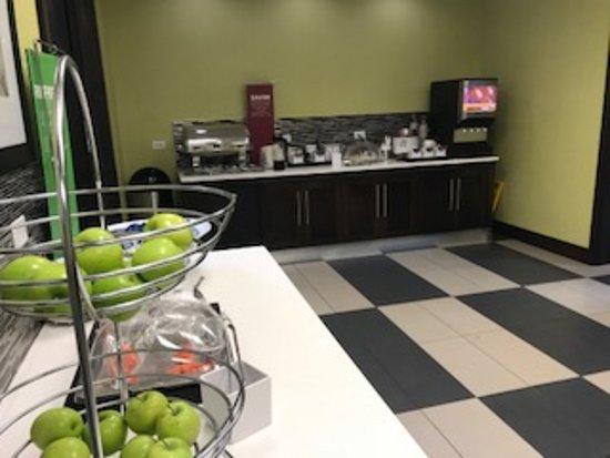 Hampton Inn & Suites by Hilton Regina East Gate: More breakfast buffet