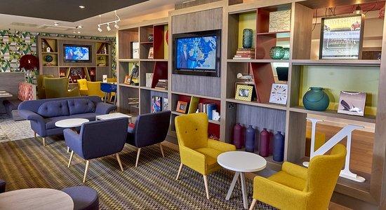Flore, UK: Bar/Lounge