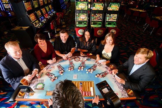 Suquamish, WA: Table games inside the casino