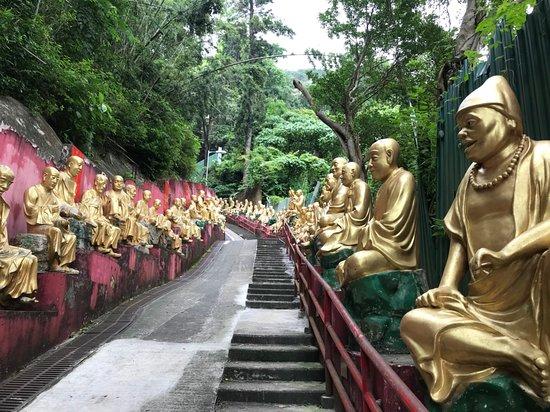 Ten Thousand Buddhas Monastery (Man Fat Sze): Courage......chaque bouddha est différent