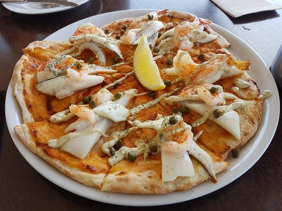 Dudley Cellar Door: Seafood Pizza - Dudley