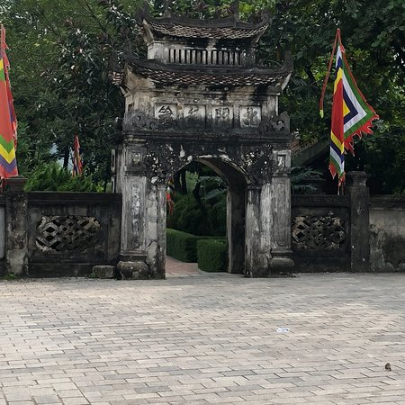 ‪Hoa Lu temples of the Dinh & Le Dynasties‬