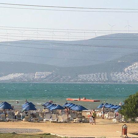 О море ,если вы когда нибудь были на азовском море то это почти тоже самое ,для меня это не море